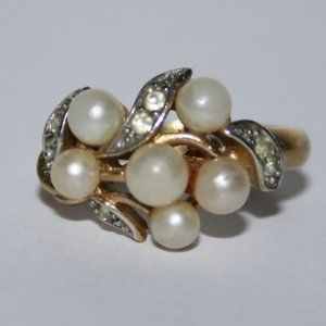 Vintage gold and pearl Avon ring size 9